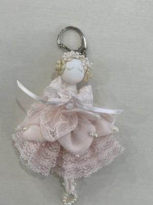 【さえら】の可愛い花の精のような人形キーホルダー