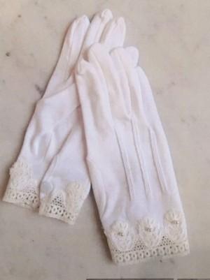 さえら【ヒスクローネ】のシンプルなコットン手袋