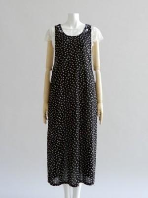 さえら【ナパータメロエ】のモードな雰囲気のジャンパースカート
