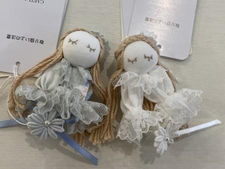 【さえら】の可愛いお人形のマグネット
